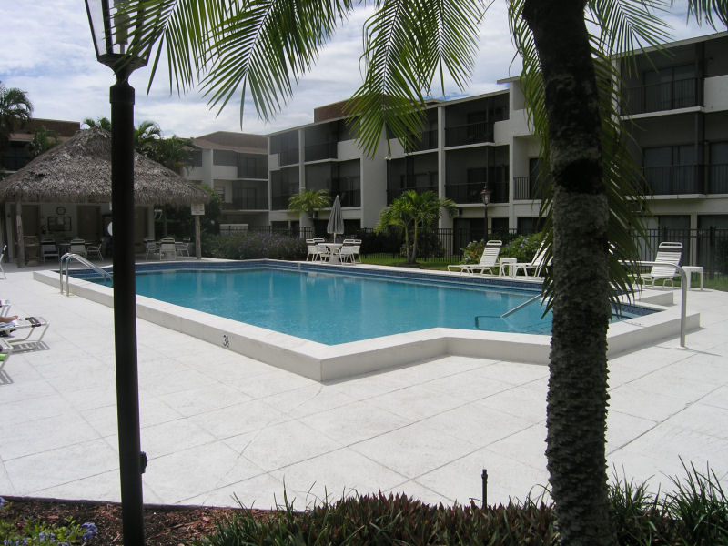 Townhouse Square Pool